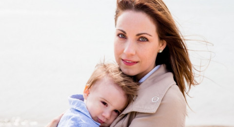 دراسة حديثة: هكذا تؤثر رائحة طفلك بك!