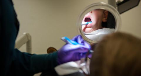 عيادات الأسنان التابعة لصناديق المرضى تضاعف حصتها من العلاجات
