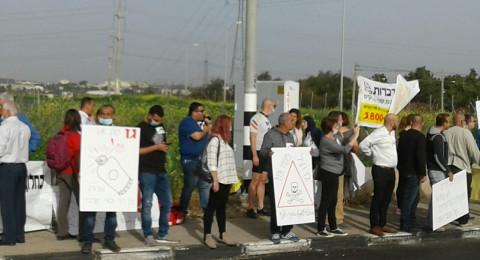 المئات من اليهود والعرب يتظاهرون شمال قرية جلجولية لمنع إقامة محطة توليد الطاقة