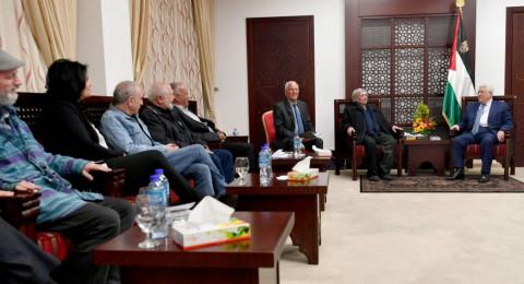 عباس يستقبل وفداً اسرائيلياً يضم فنانين وكتاب