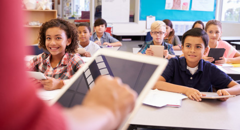 تبديل معلمة ثابتة بمعلمات على الساعة.