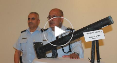الناصرة: مؤتمر صحفي تستعرض فيه الشرطة مجموعة متنوعة من الأسلحة