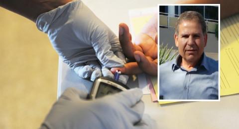 د. توفيق زعبي: أنصح مريض السكري بفحص مستوى السكر بالدم بالصيام