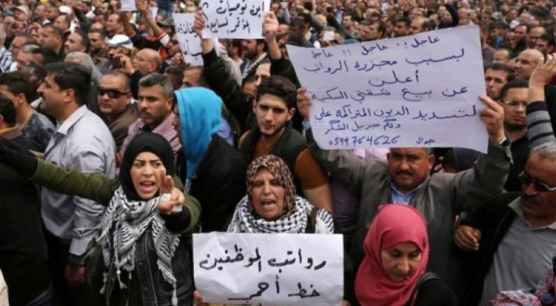 مطالبة عباس بإعادة صرف رواتب التشريعي والأسرى وموظفي السلطة