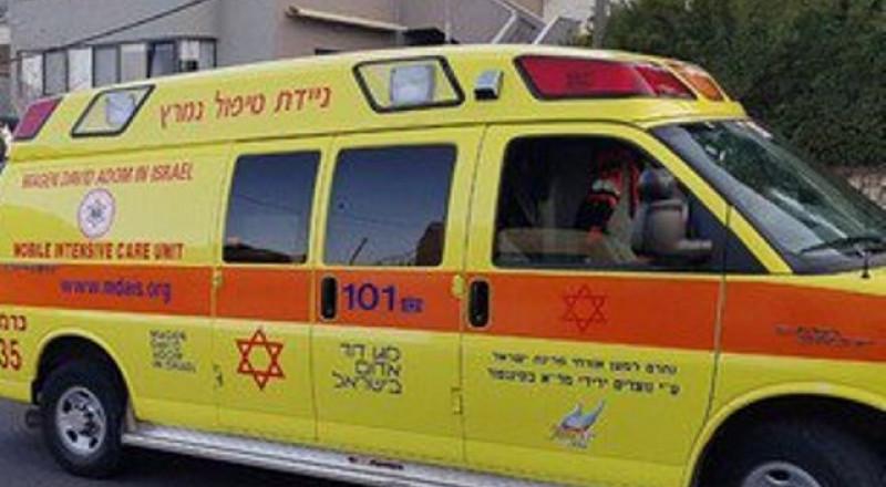 إصابة طفل من طمرة بعد سقوطه عن الطابق الثالث