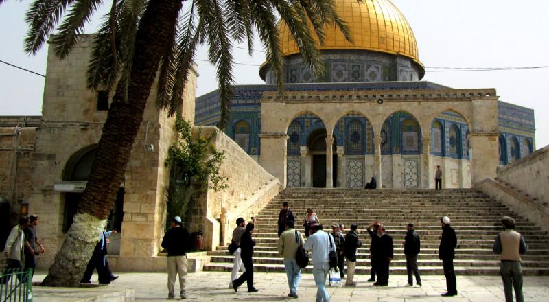 مستوطن يهدد بتفجير المسجد الأقصى