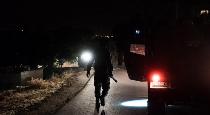 الجيش الاسرائيلي يداهم أحياءً بالقدس ويعتقل 4 مقدسيين