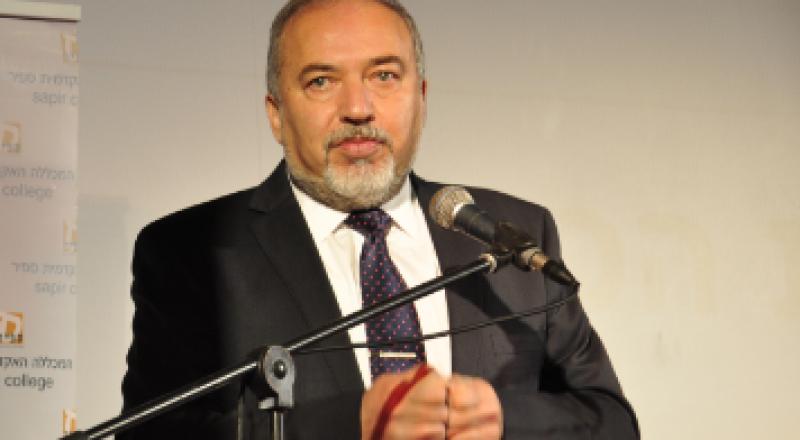 ليبرمان: قريبون من اتفاق وتطبيع مع الدول العربية