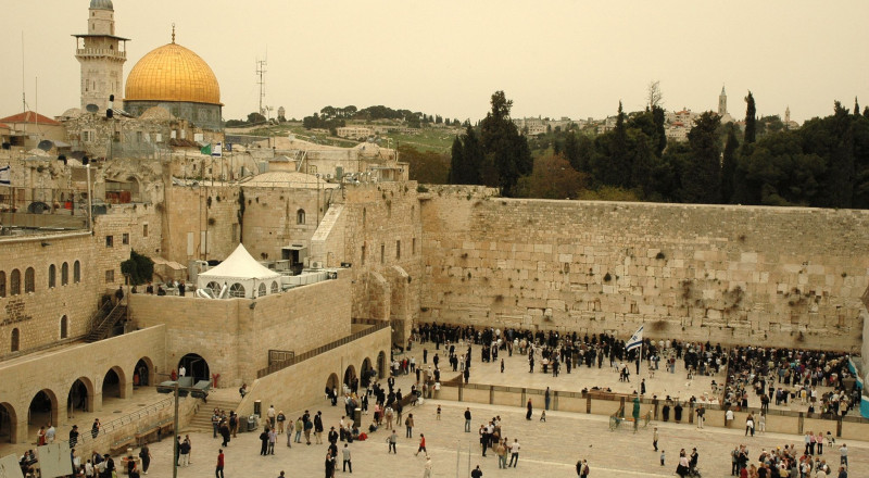حائط البراق.. إرث إسلامي يتهدد معالمه التشويه والاندثار