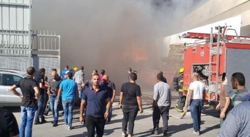 كفركنا: اندلاع حريق هائل في أحد المصانع دون وقوع اصابات