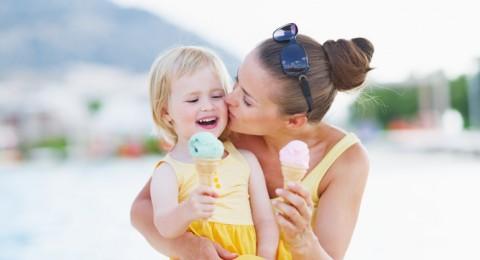 أضرار تناول الحلويات على صحة الطفل في عيد الأضحى