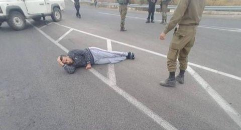 إصابة شاب فلسطيني رميًا بالرصاص قرب بوابة مستوطنة
