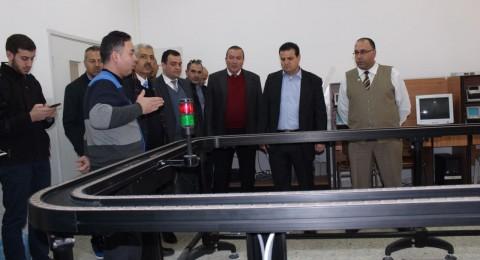 النائب عودة يزور جامعة البولتيكنك في الخليل ويُلقي محاضرة لطاقم الجامعة وطلابها