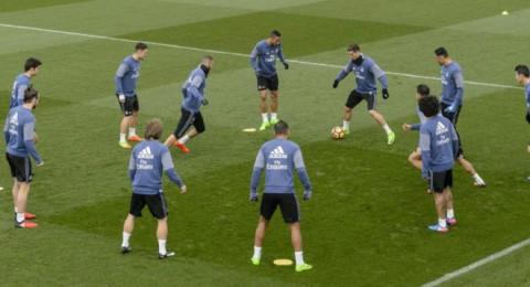 صدمة في معكسر ريال مدريد من حكم موقعة الكامب نو