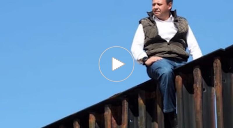 نائب مكسيكي يتحدى ترامب ويتسلّق السياج الحدودي
