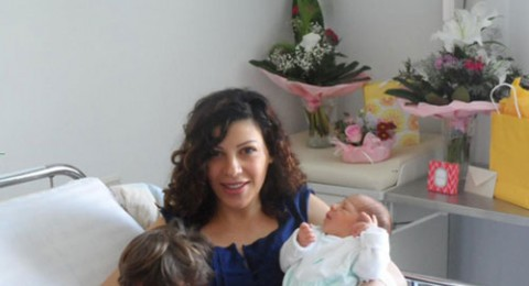 اللبنانية ريتا برصونا ترزق بطفلها في فيينا