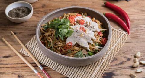 وجبة باردة للايام الحارة: سلطة اسيوية