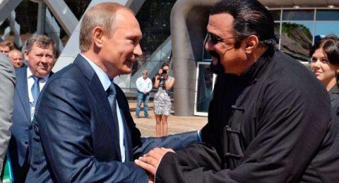 """ستيفن سيغال.. من أفلام """"الأكشن"""" إلى ممثل خاص لوزير خارجية روسيا"""