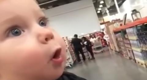 شاهد ردة فعل طفل يرى سوبر ماركت لأول مرة