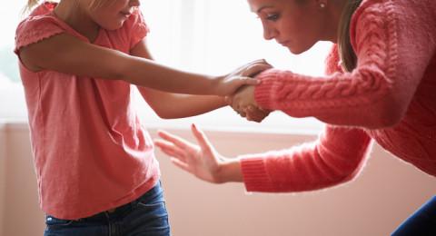 ضرب الأطفال يصيبهم باضطرابات نفسية مستقبلا