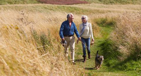 المشي السريع يحد من وفيات كبار السن