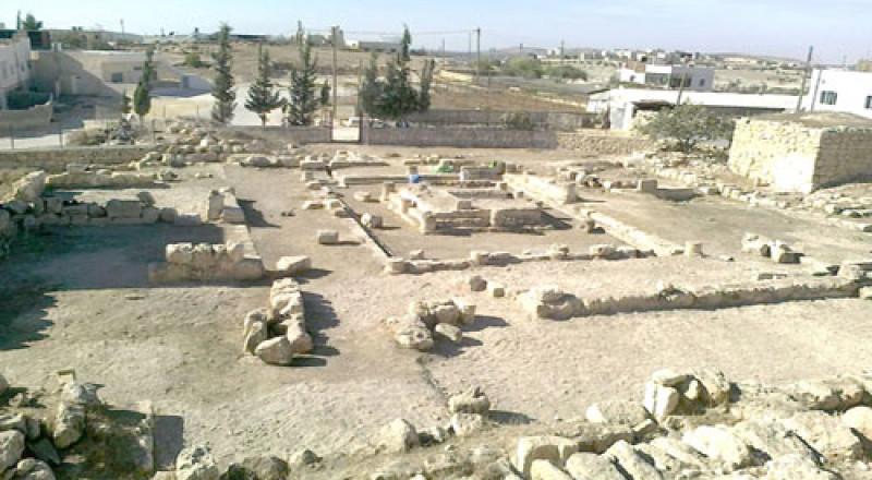 اسرائيل تصادر أحجارًا أثرية من قصر