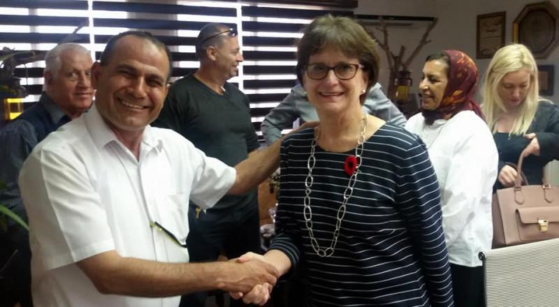 السفيرة الكندية ووفد كندي يزرون المجلس المحلي لشبلي أم الغنم