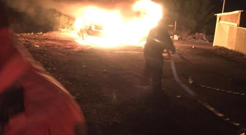 كفرقاسم : مجهول يضرم النار في حافلة وشاحنه خلاط باطون واضرار مادية بالملايين