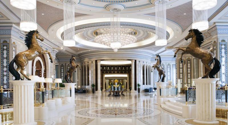 أمراء محتجزون يفترشون الأرض داخل فندق في الرياض