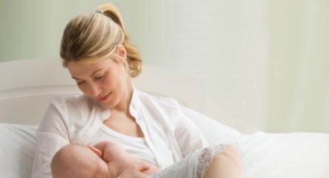 أكثر من 700 نوع بكتيريا مفيدة في حليب الأم