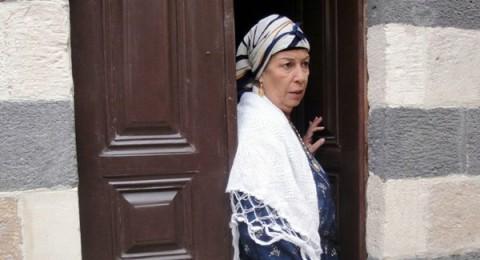 """منى واصف تدافع عن حب ابنتها لجارها بـ""""رجالك يا شام"""""""
