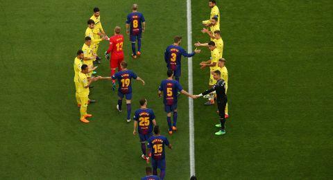 لماذا ارتدى لاعبو برشلونة قمصان بأسماء نسائية؟!
