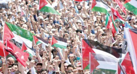 أردنيون يتظاهرون قرب الحدود مع فلسطين بالتزامن مع مسيرة العودة