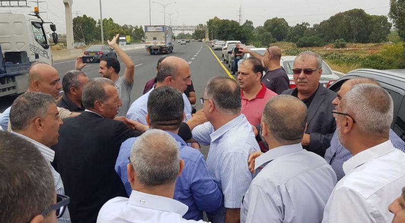 مسيرة سيارات إلى أمام مكتب نتنياهو بالقدس .. للاحتجاج على التقصير بمناهضة العنف