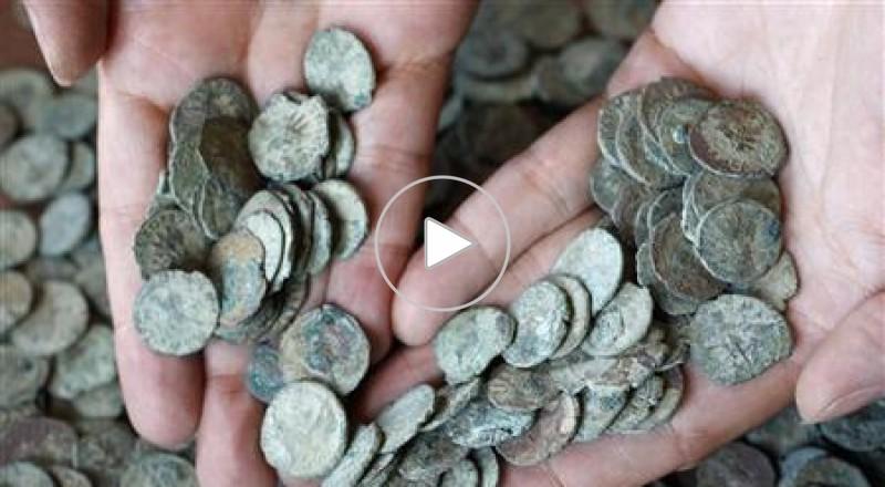 العثور على عملات عمرها 2000 عاما داخل كهف في بريطانيا