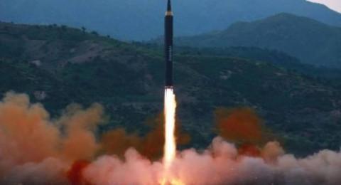 كوريا الشمالية تستعد لاختبار صواريخ باليستية من غواصة