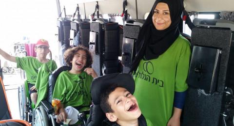 طلاب بيت هجلجليم فرع وادي عاره فرقة نجوم المستقبل الذين تتراوح أعمارهم بين 7-14 سنة تنهي مخيمها الصيفي القائم في هرتسليا