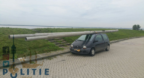 هولندي يسرق أعمدة الإنارة وينقلها بسيارته!