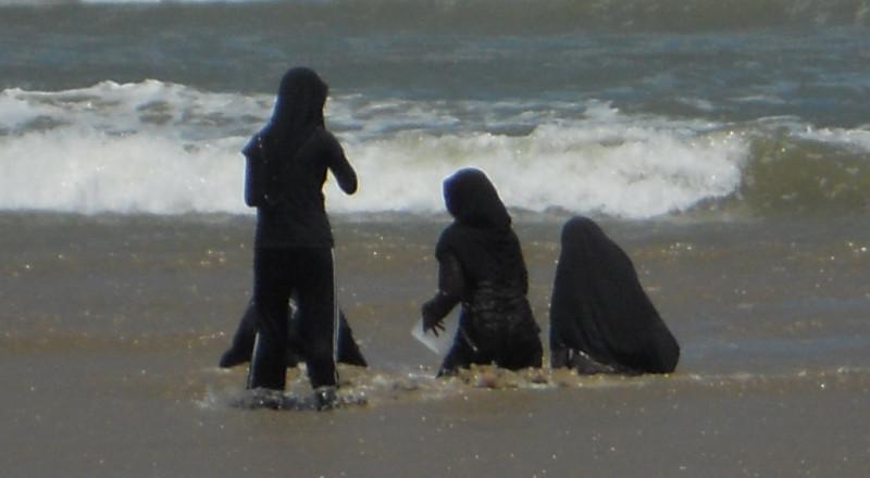 """""""البوركيني"""" يطفو على شواطئ مصر"""