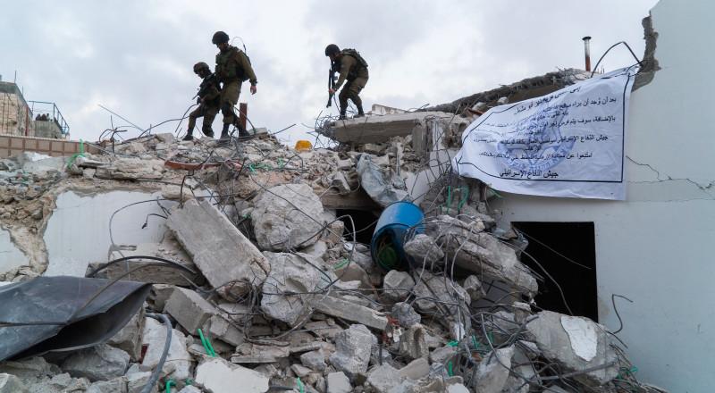 الجيش الاسرائيلي يهدم 3 منازل لشهداء ويغلق الرابع بالاسمنت بمنطقة رام الله