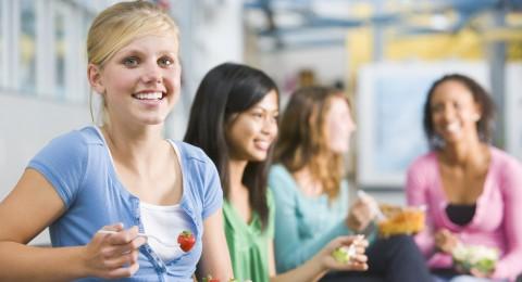 أغذية تعجل من الإصابة بالشيخوخة