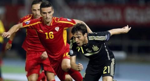 هدف بالخطأ يضع إسبانيا على رأس مجموعتها في تصفيات يورو 2016