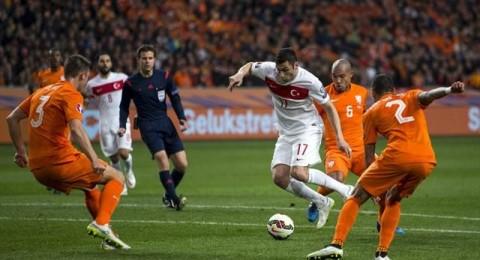 هولندا للخروج من عنق الزجاجة أمام تركيا في تصفيات كأس اوروبا