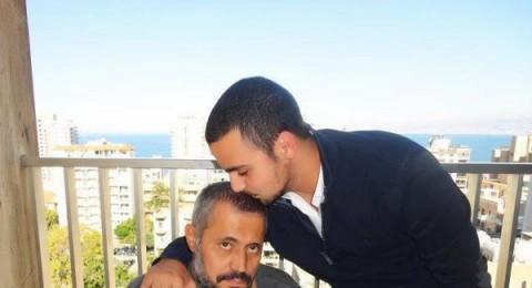 صورة للوسُّــوف التقطت مع ابنه الصغير من المشفى