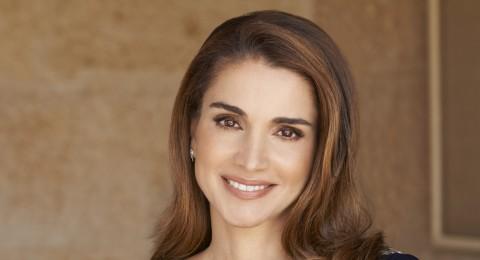الملكة رانيا بإطلالة مميزة في مجلس الأمة الأردني