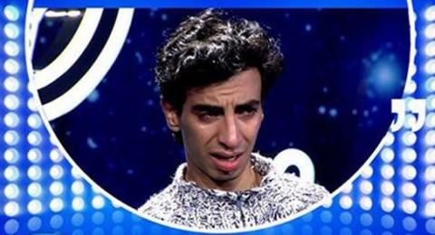 متسابق مغربي يدخل في نوبة بكاء في برنامج اراب ايدول والسبب؟
