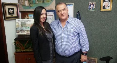 رئيس بلدية الناصرة يستقبل  نادين خطيب المشاركة بـ