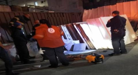 مصرع شخص بعد سقوط لوح شايش عليه في تل أبيب