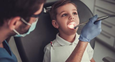 رفع سنّ استحقاق الأولاد لعلاج الأسنان المجاني- إلى (16) عامًا، وبمبادرة جمعية أطباء الأسنان العرب قريبًا سيشمل المسنين فوق 70
