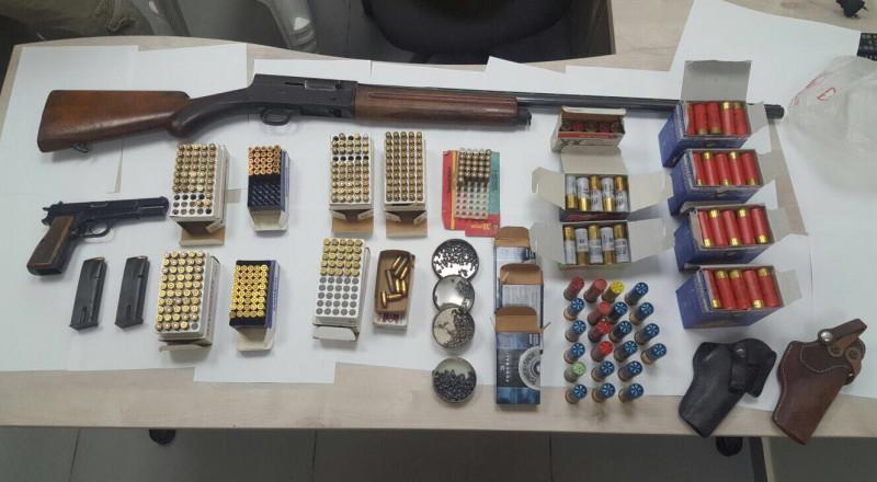 بالصور: هذه الأسلحة عثرت عليها الشرطة في منزل مواطن بكفر قرع